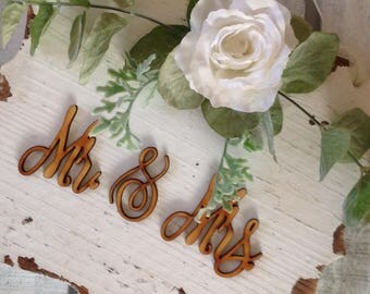 Mr and Mrs Sign, Wedding Sign, Rustic Wedding Sign, White Wedding Sign, Distressed Wedding Sign