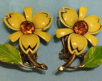 Cute vintage yellow enamel floral earrings