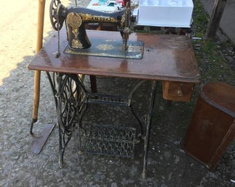 SINGER SEWING MACHINE British Made Workhorse with Cast Iron Table all Original, Vintage Sewing, Collectible, 1939 40s Vintage