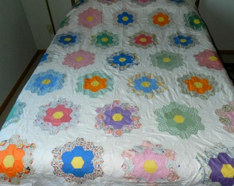 Grandmother's Flower Garden Quilt Top with 5 Extra Flowers - Classic 1930s Vintage Quilt Top - Nicely Pieced by hand - Good clean condition
