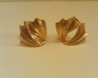 Vintage Kramer Gold Tone Leaf Shape Clip On Earrings Costume Jewelry Collectible