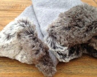 Mitts made from the softest grey merinowool and ultrasoft fakefur Size S / M / L