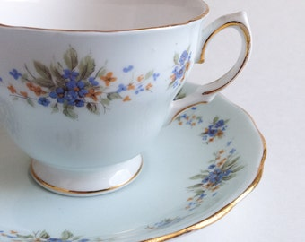 TVintage teacup Colclough with blue flowers - Tea cup fine bone China made in England - Cup and saucer