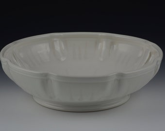 Serving Bowl in Gloss White with Satin White Accents