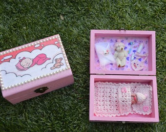 Miniature Ooak baby of 4 cm in box with accessories