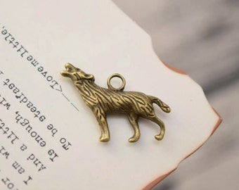20 antiqued bronze wolf charms charm pendant pendants  (YY03)