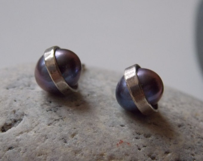 Pearl and silver earrings. Black bluish cultured pearl and silver ear stud.