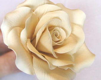Large roses. Gum paste flowers cake toppers cake decoration