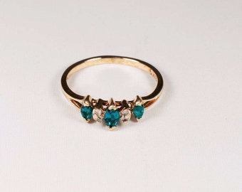10K Yellow Gold Chatham Emerald and Diamond Chip Ring , 1.65 grams,  size 6.5