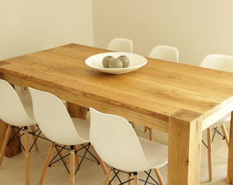 Extendable oak dinning table and benches