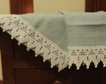 Pair of towels 100% linen with cotton lace