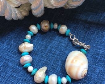 Rigid bracelet with turquoise, pearls and shells