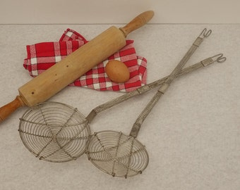 Antique french Large Wire Skimmer Set of 2, Twisty metal wire. 1930 s old big skimmers strainers in Metal tresseses wires
