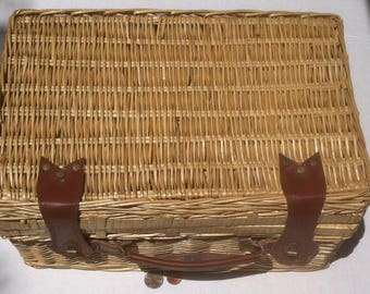 Vintage Wicker Picnic Basket, Holder, Some accessories still, Large Size, 16 x 11 x 8 inches, Green Inside, Summer Time Fun, Eat Out 4 Fun!