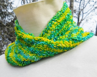 hand knit spring pattern light wool mobius cowl