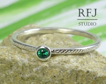 Dainty Textured Lab Emerald Sterling Ring, Green Cubic Zirconia 2 mm Silver Ring with Texture Green Emerald Hand Hammered 925 Silver Ring