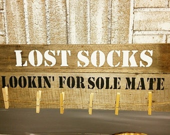lost socks, looking for sole mates, rustic laundry sign, clothing sign, pallet decor, pallet laundry sign