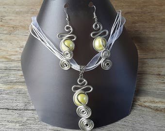 Adornment fancy necklace and earrings in aluminum wire