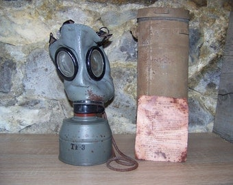 French gas FATRA fm-1 mask - ww2 / french gas mask FATRA fm-1
