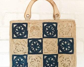 Vintage Straw wooden handle / summer bag / woven bag / medium size