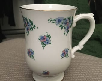 Vintage Royal Victorian tea cup made in England!