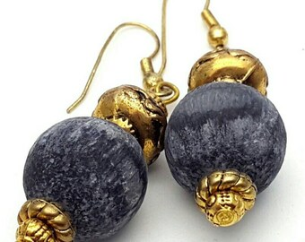 Grey Bead and Gold tone Plastic Earrings Vintage from the 80s detailed and intricate