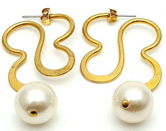 Large Dangle Gold tone Metal Earrings Vintage from the 90s with Faux Pearls Cloud Smoke Shape Wedding Bridal Bridesmaid Cream Ivory Smooth