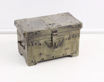 Vintage jewelry box, medieval themed trinket box, small metal treasure chest with coat of arms, vintage reproduction, jewelry box for kids