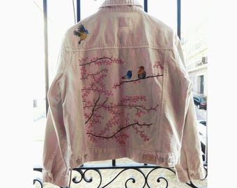 Customized jacket, birds and cherryblossom handpainted. Jacket denim hand-painted with birds and cherry blossom.