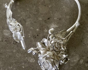 Exclusive silver rose necklace.