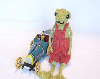 Hand knitted Frog collectable, Woodland creature collection, Personalised name tag, cute, quirky, fun