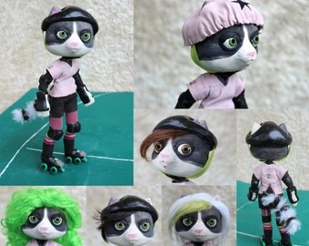 Puppet / Puppet: Laura the cat / raccoon, the roller derby girl!