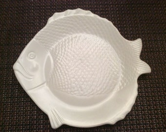 Vintage Chicken of the Sea collector fish tuna plate white with fish scale design and signed on back. Inez Donov c 1941