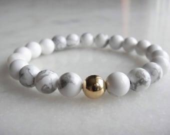 Womens bracelet with 18-carat gold and white howlite beads / White howlite bracelet womens gift wedding bracelet bracelet white stone