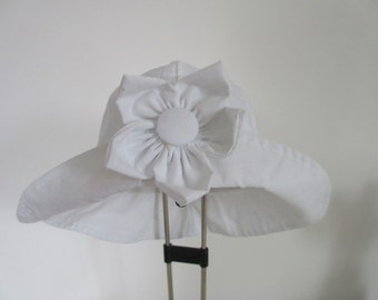 Baby's Sun Hat, white, detatchable flower brooch