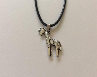 Giraffe necklace / giraffe jewellery / animal necklace / animal jewellery / animal lover gift