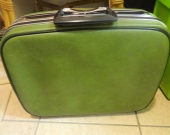 JETLINER VINTAGE SUITCASE // Retro 60s 70s // Avocado Green // Valise // Mint Condition // key included very clean