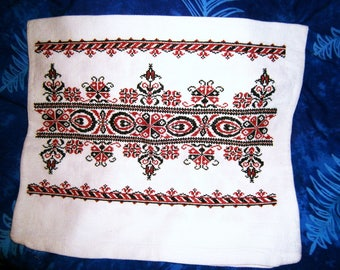 Traditional Hungarian Kalotaszeg Hand Embroidered Table Runner / Handwoven Hemp fabric / Hand embroidered Flowers pattern