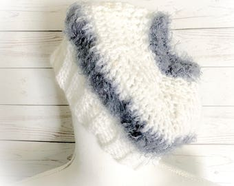 Ponytail hat,Bun hat,Crocheted hat,White hat,hats,Ponytail Beanie,Beanies,Winter hat,Messy bun hat,Gifts for her,Gifts for Teens,Ear warmers