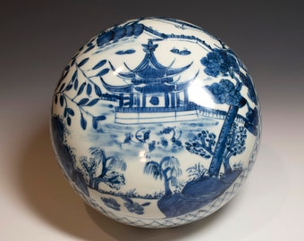 Beautiful Chinese Antique 19th Century Qing Dynasty Blue and White Porcelain Box