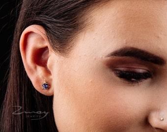 trillion diamond,Tanzanite Trillion Diamond gold stud Earrings,14k solid gold earrings,Tanzanite Earrings,Dainty gold stud earrings