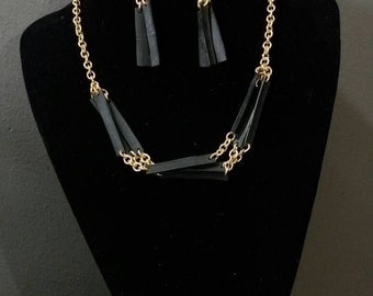 Air tube necklace