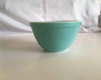 Hard to Find #401 Turquoise Pyrex mixing Bowl