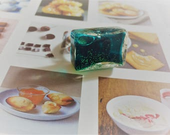 """Ring """"rectangle"""" globe filled with glittery green liquid."""