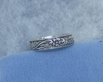 Size 5 Victorian Reproduction Wedding Band Ring - Sterling Silver - Floral Motif - Free Shipping to the USA