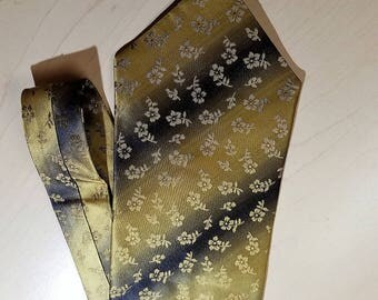 VINTAGE Tie     by MOSSINO,   Good Looking     Never Worn,   Still With Tag On It
