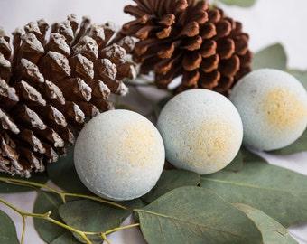 Bath Bomb // Breathe Easy Blend // Eucalyptus&Cedarwood // Blue // Gold shimmer //  Aromatherapy and essential oils