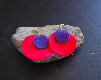 Boiled wool red round earrings
