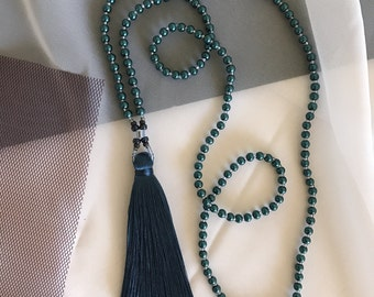 Tassel necklace with glass pearls
