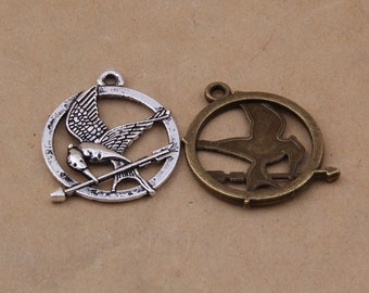 8 pcs  Reversible Mocking Jay pendant made of lead free pewter Silver bronze 30mmx25mm